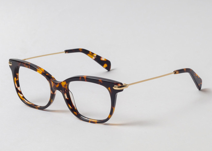 0aaff33255d2 Tortoise shell eyeglasses (or turtle glasses) are timeless and  sophisticated frames, that come in varied colors and flirty designs.