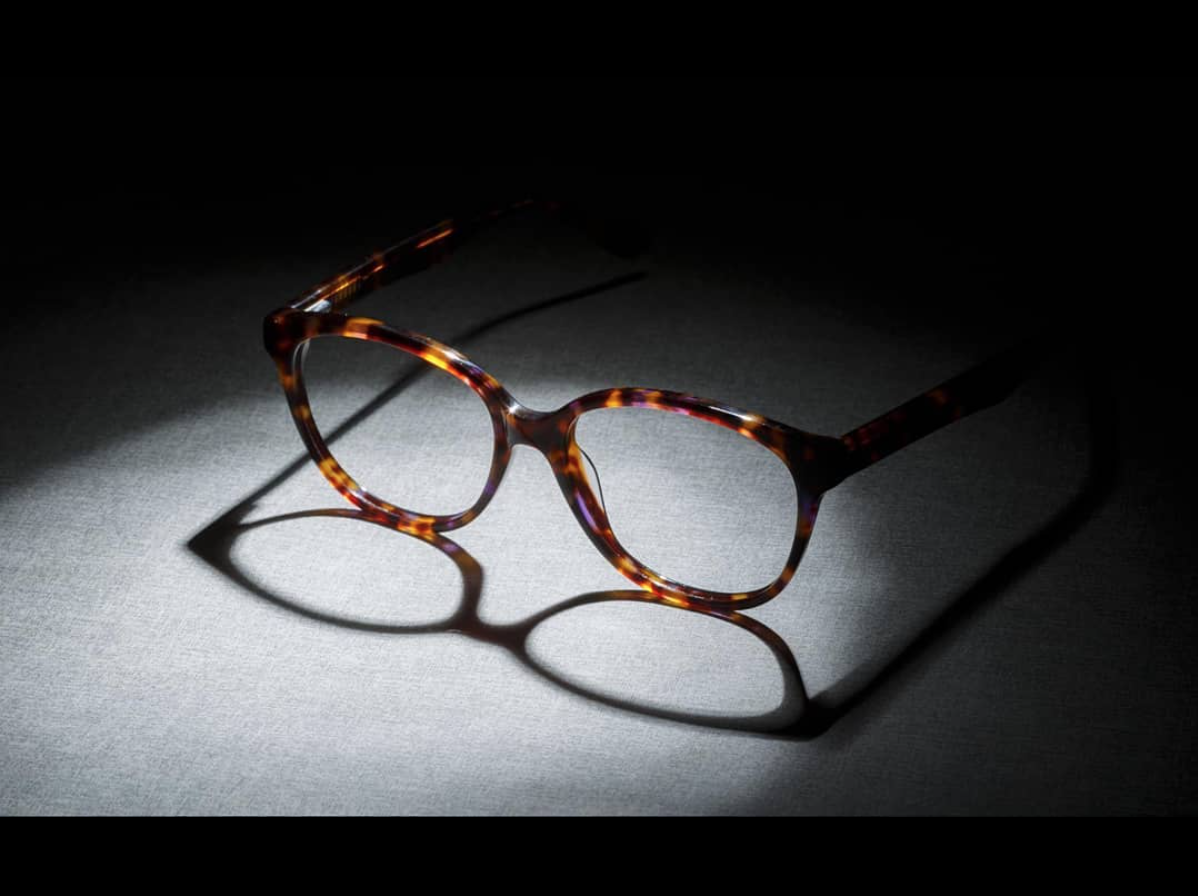 f322b3f8c499 Tortoise shell frames have been one of the most enduring eyewear trends for  decades. It offers a myriad of shades which can highlight any outfit.