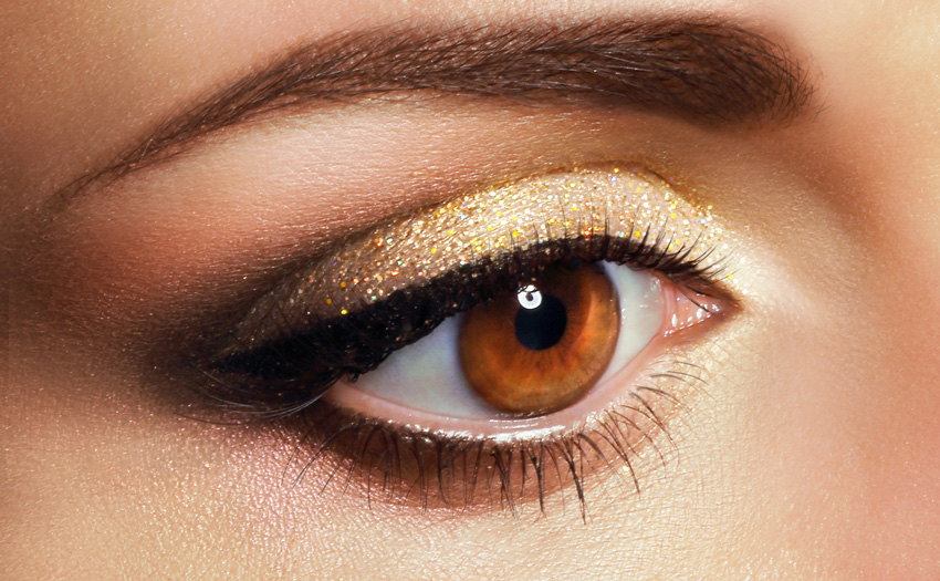 Shimmery light-reflecting powder on your lids