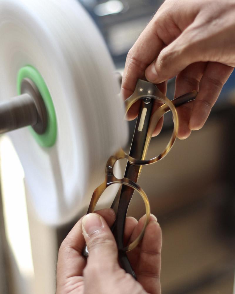 Hand polishing eyewear
